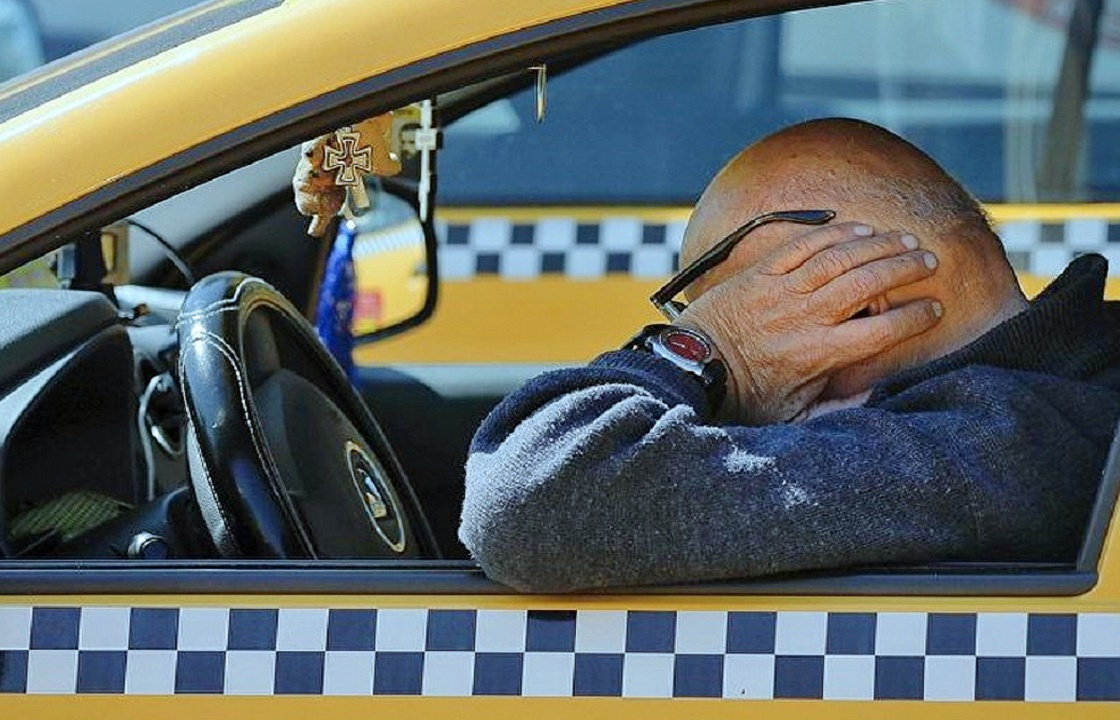 Таксист из Новороссийска оформил кредит по телефону пассажирки