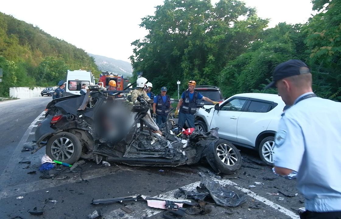Машины всмятку: пять человек погибли в лобовом ДТП под Севастополем