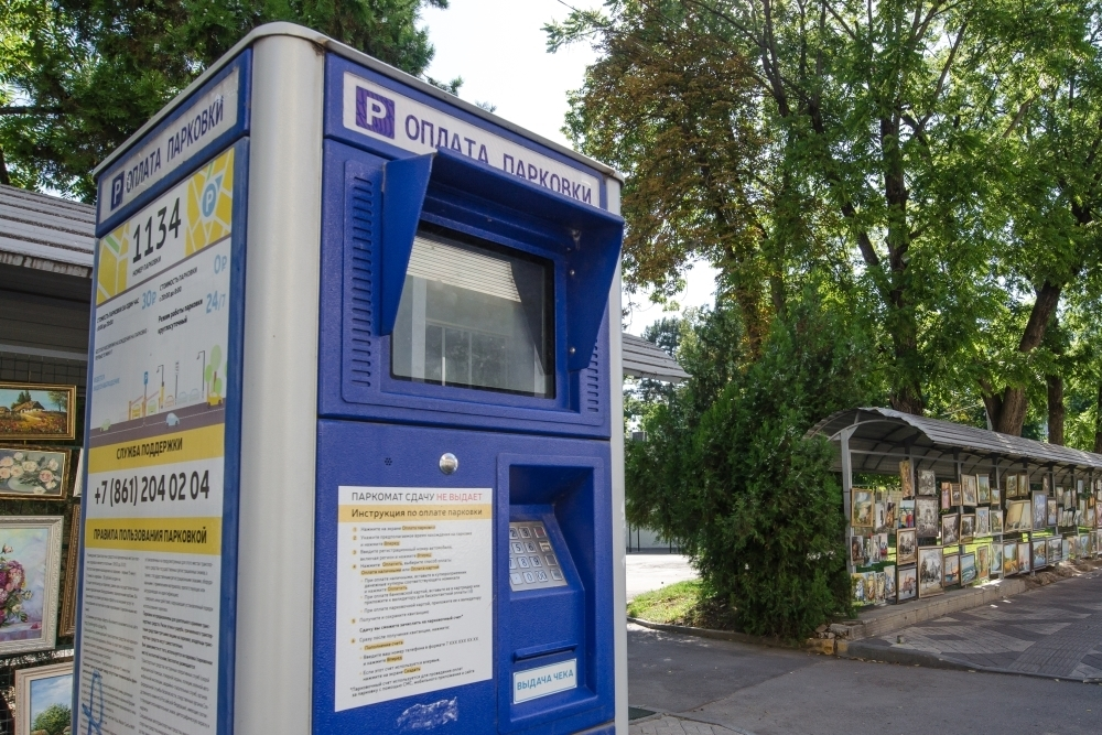 В Краснодаре увеличили штраф за неуплату парковки. Мнение урбаниста и практика других городов