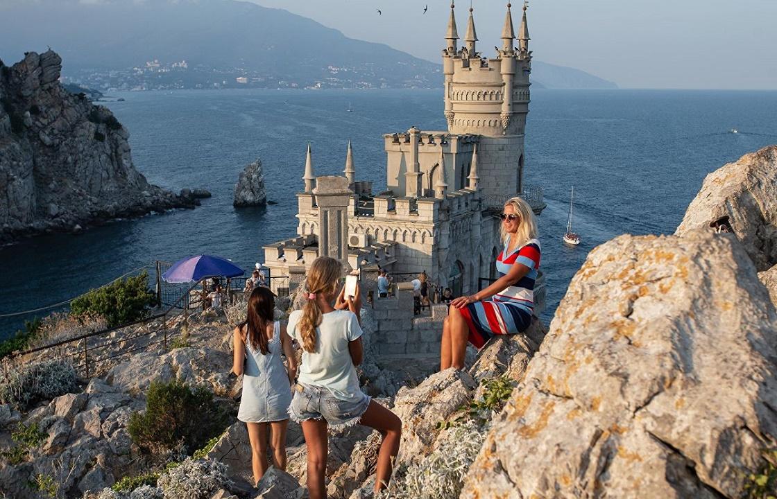 Туристический сезон в Крыму могут свернуть из-за ковида
