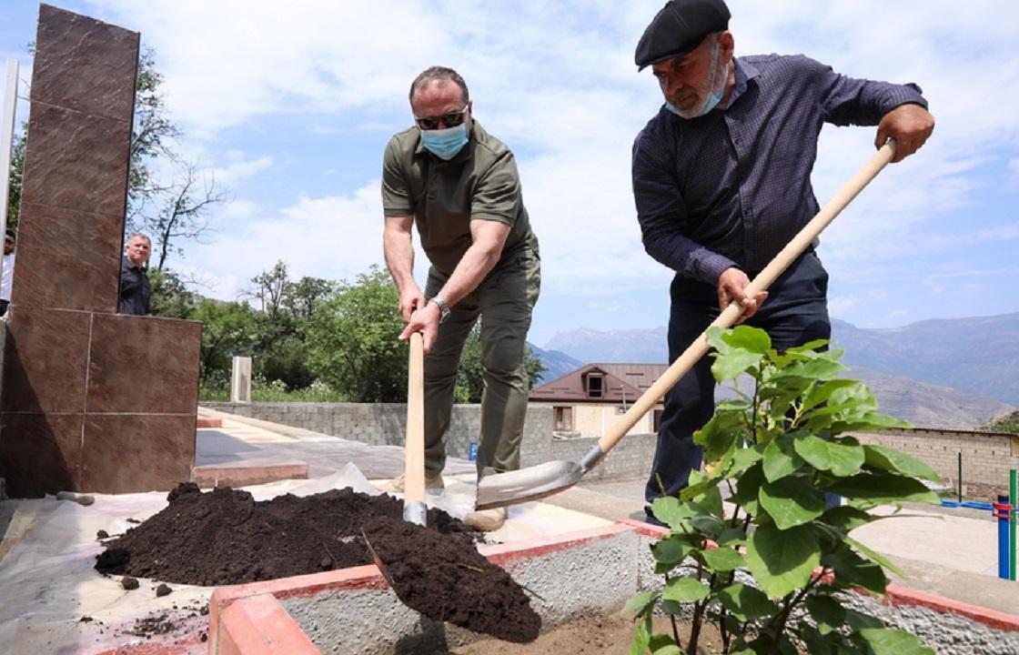 Врио главы Дагестана встретился с родителями убитых братьев Гасангусейновых
