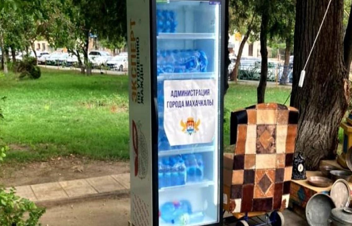 Из-за жары в Махачкале открыли точки раздачи воды