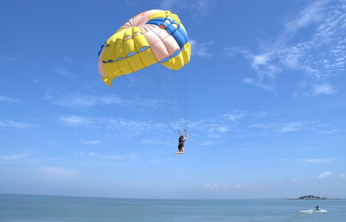 СКР рассказал подробности падения туриста с парашюта в Туапсе