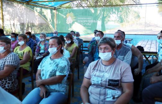 Работу и будущее армавирского совхоза обсудили власти с работниками
