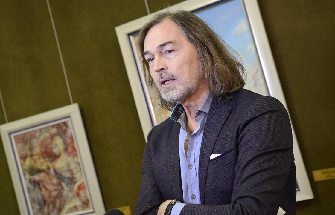 Никас Сафронов отказался участвовать в конкурсе на лучший портрет Кадыровых