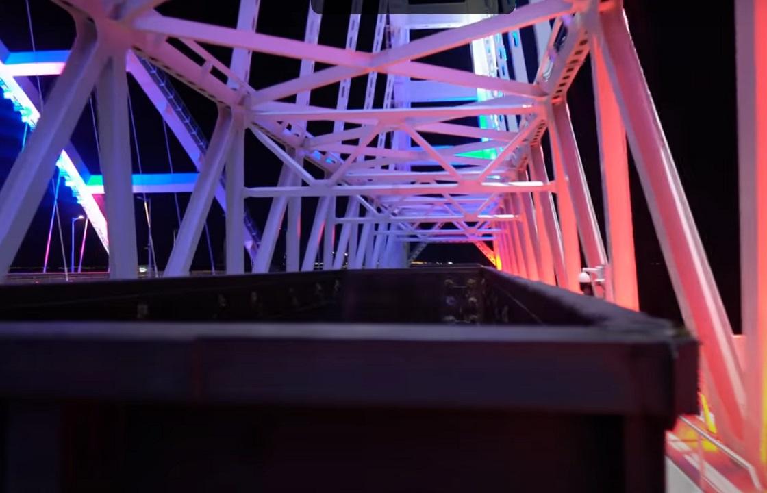 Прокуратура заинтересовалась видео с едущим по Крымскому мосту на крыше поезда