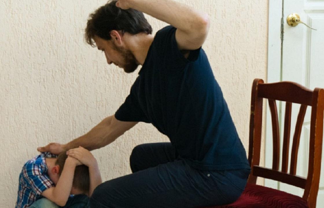 Восьмилетний волгоградец получит 500 тысяч с наказавших его родителей