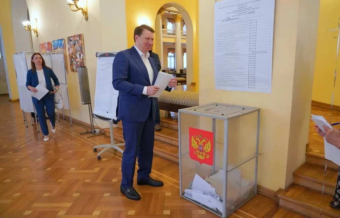 Мэр Сочи проголосовал одним из первых. Видео