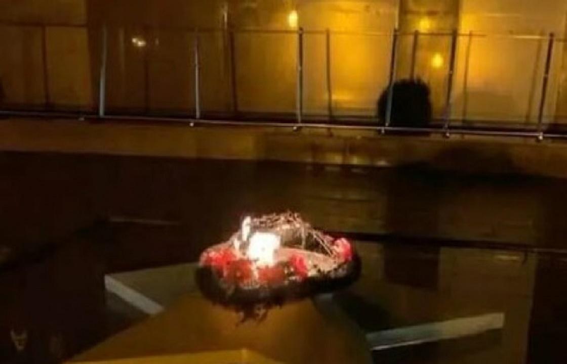 «Конченные люди»: СКР начал проверку после сожженного на Вечном огне в Сочи венка