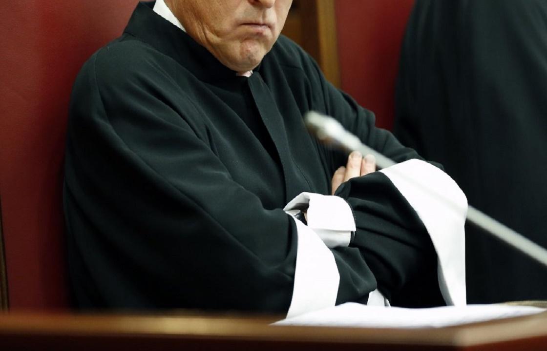 Приставы взыскали 1,5 млн рублей с бывшего судьи-мошенникам