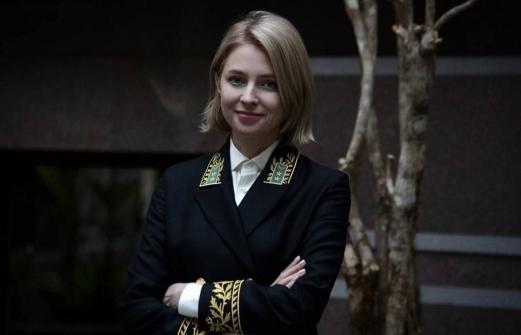Поклонская опубликовала первое фото в мундире посла